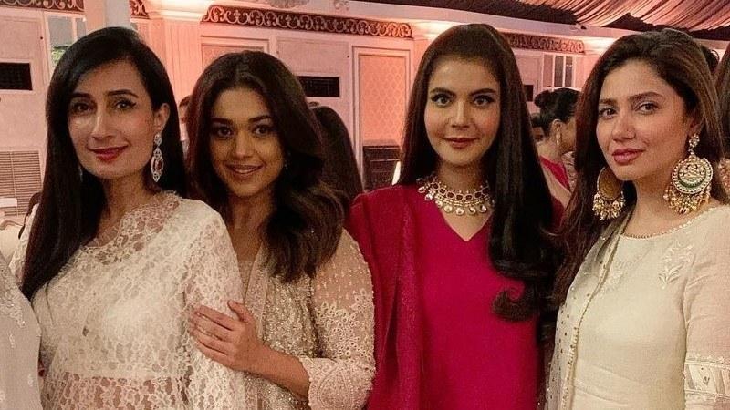 Take fashion inspiration from Mahira Khan and Mansha Pasha-Social Pakora